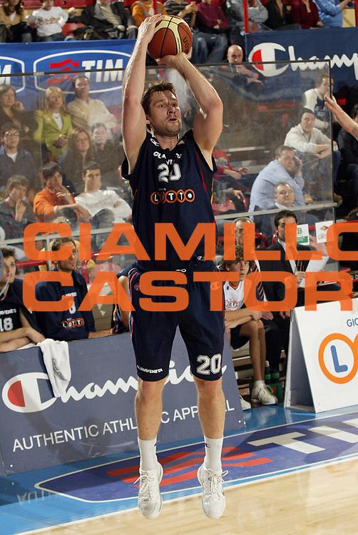 DESCRIZIONE : Forli Lega A1 2005-06 Copps Italia Final Eight Tim Cup Montepaschi Siena Lottomatica Virtus Roma<br /> GIOCATORE : Tusek<br /> SQUADRA : Lottomatica Virtus Roma<br /> EVENTO : Campionato Lega A1 2005-2006 Coppa Italia Final Eight Tim Cup Semi Finale<br /> GARA : Montepaschi Siena Lottomatica Virtus Roma<br /> DATA : 18/02/2006<br /> CATEGORIA : Tiro<br /> SPORT : Pallacanestro<br /> AUTORE : Agenzia Ciamillo-Castoria/E.Pozzo