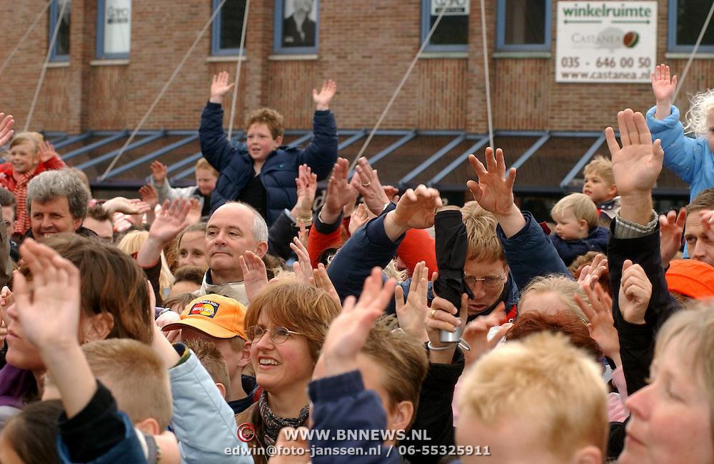 Koninginnedag 2002 Huizen, Venga Boys publiek