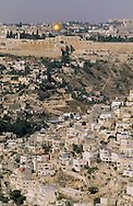 the walls; Omar mosque, the old city, and Kidron valley    Israel     ///  les remparts, la mosquee díomar, la vielle ville et la vallee du kidron  Jerusalem  Israel   ///     L4147  /  R00290  /  P116317