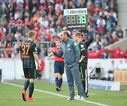 12.04.2015, Mercedes Benz Arena, Stuttgart, GER, 1. FBL, VfB Stuttgart vs SV Werder Bremen, 28. Runde, im Bild Viktor Skripnik (Trainer / Coach SV Werder Bremen) gibt Anweisungen an Janek Sternberg (SV Werder Bremen) links // during the German Bundesliga 28th round match between VfB Stuttgart and SV Werder Bremen at the Mercedes Benz Arena in Stuttgart, Germany on 2015/04/12. EXPA Pictures © 2015, PhotoCredit: EXPA/ Eibner-Pressefoto/ Fudisch<br /> <br /> *****ATTENTION - OUT of GER*****