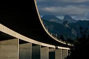 Pont et viaduc de l'autoroute entre Le Bry et Pont la Ville. Autobahn-Viadukt A12 Greyerz.