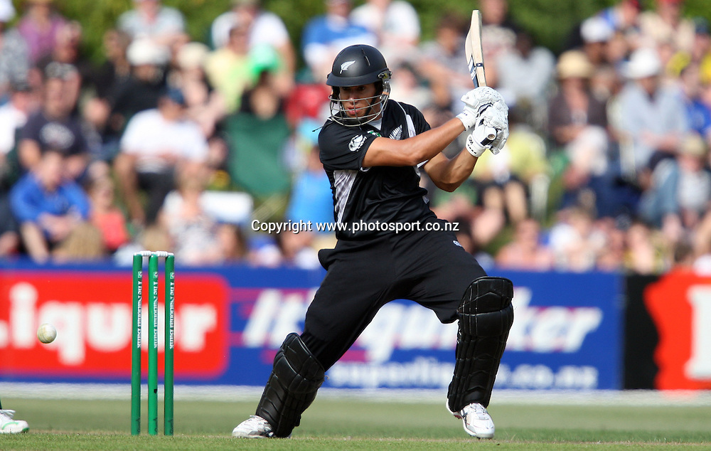 Ross Taylor on his way to scoring 50 runs.<br /> Cricket - 2nd ODI New Zealand Black Caps v Bangladesh, 8 February 2010, University Oval, Dunedin, New Zealand.<br /> International Cricket Season 2009/2010<br /> Photo: Rob Jefferies/PHOTOSPORT
