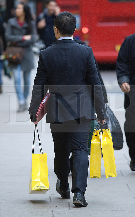 © Licensed to London News Pictures. 23/12/2011. London, UK. Shoppers on Oxford Street, London on December 23, 2011 . On the busiest shopping day of the year the majority of consumers pouring into the shops in the final three days before Christmas are expected to be men, who typically leave their gift-buying until the last minute. Photo credit: Ben Cawthra/LNP