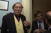 Christopher Moorsom and Ivo Dawnay. Online Spectator party. Doughty St. 25 January 2001. © Copyright Photograph by Dafydd Jones 66 Stockwell Park Rd. London SW9 0DA Tel 020 7733 0108 www.dafjones.com