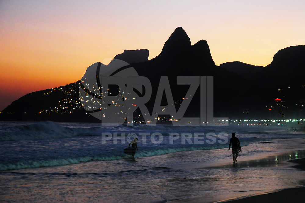 RIO D EJANEIRO,RJ,09.05.2013: CLIMA TEMPO RIO DE JANEIRO - Fim de tarde na Praia de Ipanema região sul do Rio de Janeiro- SANDROVOX/BRAZILPHOTOPRESS