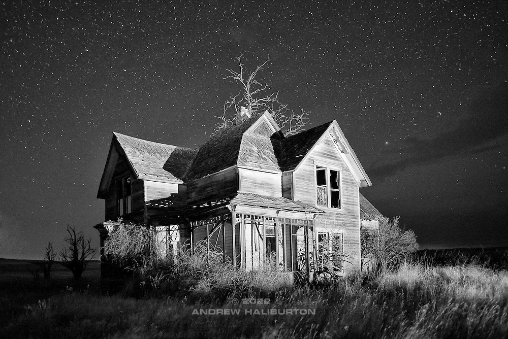 Abandoned farmhouse, Goldendale, Washington. Nikon D700, 28/2 Ai.