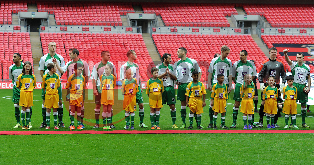 North Ferriby United players line-up at Wembley ahead of FA Trophy Final against Wrexham - Photo mandatory by-line: Paul Knight/JMP - Mobile: 07966 386802 - 29/03/2015 - SPORT - Football - London - Wembley Stadium - North Ferriby United v Wrexham - FA Trophy