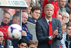 28.09.2013, Liberty Stadion, Swansea, ENG, Premier League, Swansea City vs FC Arsenal, 6. Runde, im Bild Arsenal's manager Arsene Wenger during the English Premier League 6th round match between Swansea City AFC and Arsenal FC at the Liberty Stadium, Swansea, Great Britain on 2013/09/28. EXPA Pictures © 2013, PhotoCredit: EXPA/ Propagandaphoto/ David Rawcliffe<br /> <br /> ***** ATTENTION - OUT OF ENG, GBR, UK *****