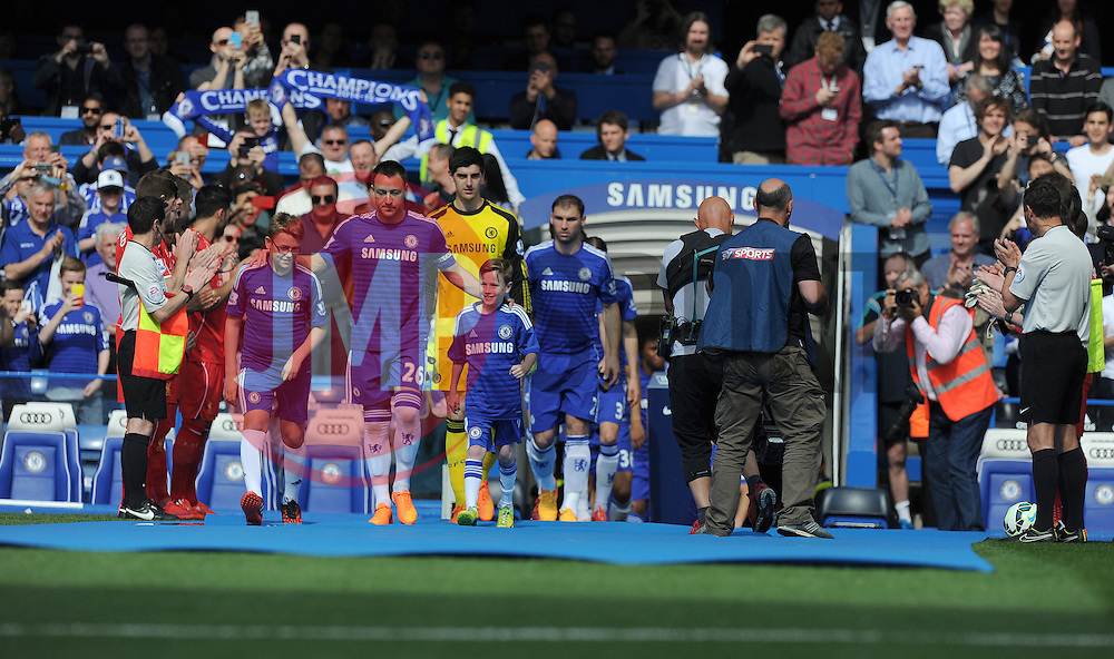Chelsea's John Terry leads out his team to go through the  guard of honour that Liverpool team made.- Photo mandatory by-line: Alex James/JMP - Mobile: 07966 386802 - 10/05/2015 - SPORT - Football - London - Stamford Bridge - Chelsea v Liverpool - Barclays Premier League