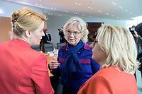 04 MAR 2020, BERLIN/GERMANY:<br /> Franziska Giffey, SPD, Bundesfamilienministerin, Christine Lambrecht, SPD, Bundesjustizministerin, Svenja Schulze, SPD, Bundesumweltministerin, (v.L.n.R.), im Gespraech, vor Beginn der Kabinettsitzung, Bundeskanzleramt<br /> IMAGE: 20200304-01-012<br /> KEYWORDS: Kabinett, Sitzung; Gespräch