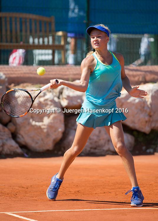Ekaterina Vinnik (RUS) ist 14 Jahre alt und  trainiert in der Mouratoglou Tennis Academy M.T.A Sophia Country Club, Biot, FRA.<br /> <br />  - Mouratoglou Tennis Academy  -  -   Sophia Country Club, - Biot -  - Frankreich  - 28 July 2016. <br /> &copy; Juergen Hasenkopf