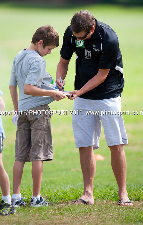 Brent Arnel signs an autograph during the NCC Super Camp for Primary School players, an initiative by The National Bank to connect with the grass roots of cricket, hosted by Hamilton Star University Cricket Club, Waikato University, Hamilton, New Zealand, Wednesday 5 January 2011. Photo: Stephen Barker/PHOTOSPORT