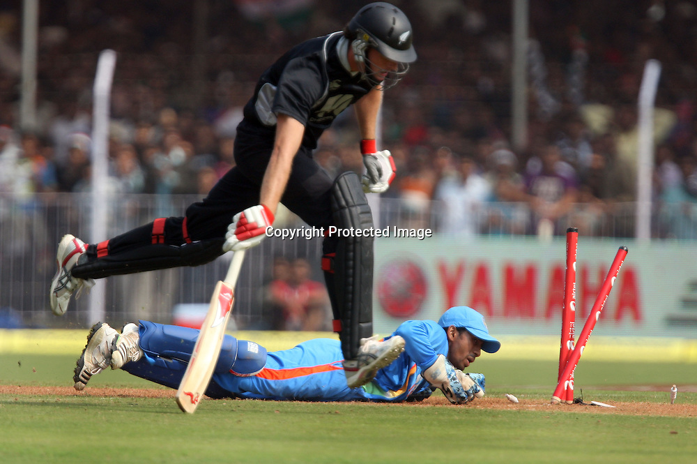 Indian wicket keeper  doing run out to New Zealand batsman Kyle Mills during the 3rd ODI India vs New Zealand Played at Reliance Stadium, Vadodara<br /> 4 December 2010 (50-over match)