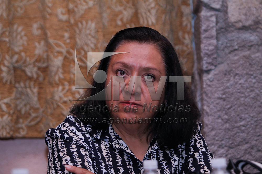 Metepec, México.- Teresa Solís, especialista en marketing internacional y de turismo, en conferencia de prensa anuncio la realización de cinco seminarios relacionados con el Turismo de Reuniones y su Oportunidad de Negocios por parte de a Secretaria de Turismo del Edomex.  Agencia MVT / Crisanta Espinosa