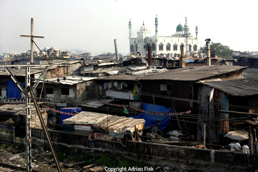 looking across a part of Dharavi towards the slums main mosque on 21st Oct 2006.