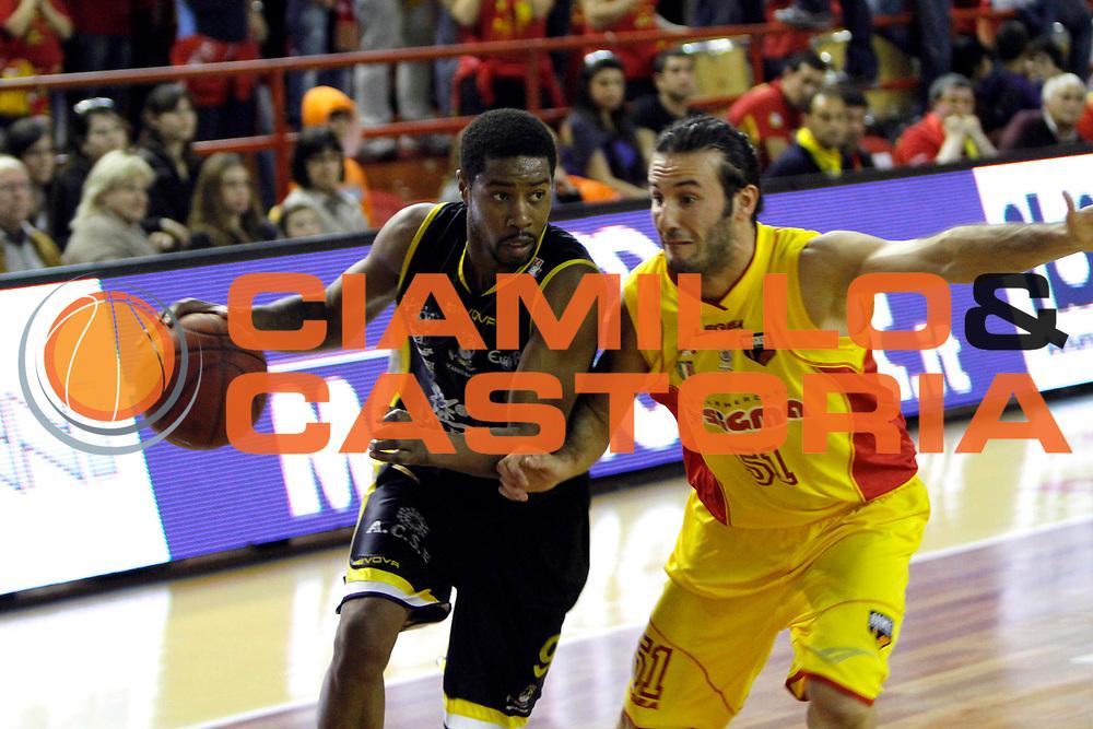 DESCRIZIONE : Barcellona Pozzo di Gotto Campionato Lega Basket A2 2010-11 Sigma Barcellona Sunrise Scafati<br /> GIOCATORE : Jimmy Lee Hunter<br /> SQUADRA : Sunrise Scafati<br /> EVENTO : Campionato Lega Basket A2 2010-2011<br /> GARA : Sigma Barcellona Sunrise Scafati<br /> DATA : 10/04/2011<br /> CATEGORIA : Penetrazione <br /> SPORT : Pallacanestro <br /> AUTORE : Agenzia Ciamillo-Castoria/G.Pappalardo<br /> Galleria : Lega Basket A2 2010-2011 <br /> Fotonotizia : Barcellona Pozzo di Gotto Campionato Lega Basket A2 2010-11 Sigma Barcellona Sunrise Scafati<br /> Predefinita :