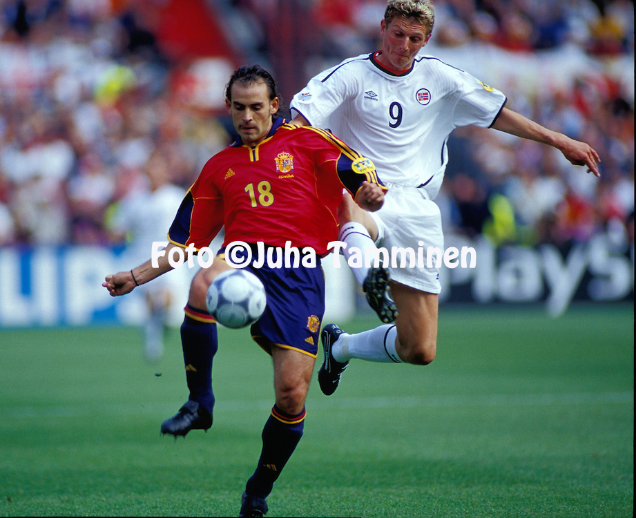 UEFA European Championship 2000.Paco (Spain) v Tore Andr? Flo (Norway).©JUHA TAMMINEN
