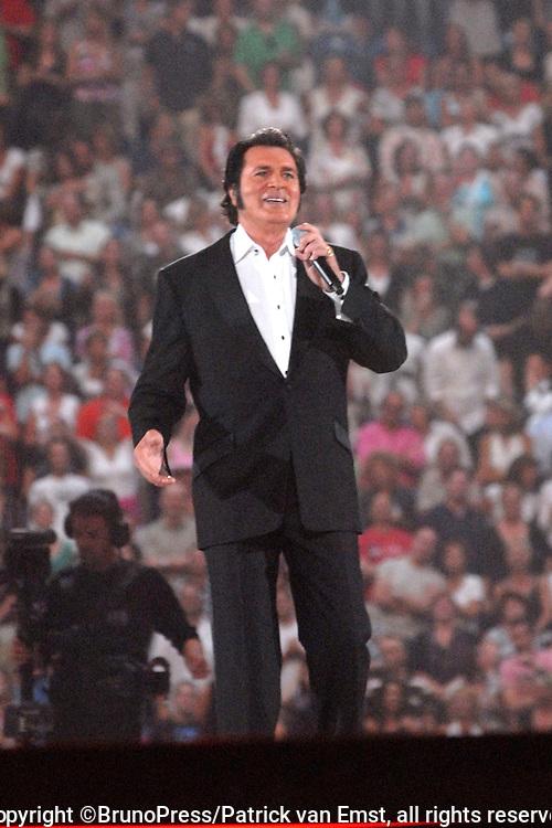 Toppers in Concert 2007 in de Amsterdam Arena.<br /> <br /> Op de foto: Engelbert humperdinck