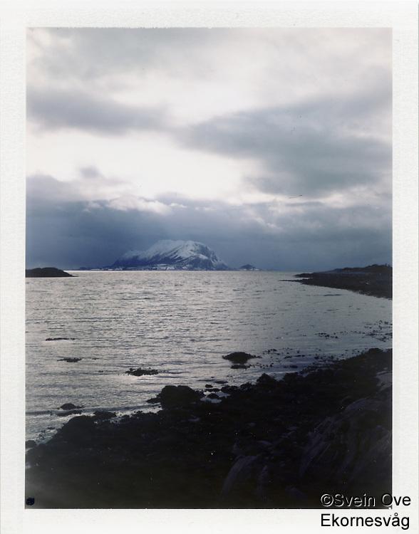 Kverve 2012. Utsikt fra Kverve på Ellingsøya mot Godøya.<br /> Foto: Svein Ove Ekornesvåg