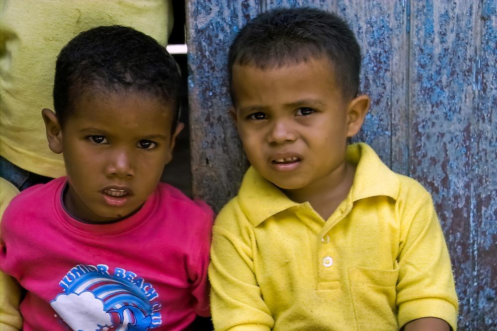 ESCUELAS DE MACURO<br /> Photography by Aaron Sosa<br /> Macuro, Estado Sucre<br /> Venezuela 2007<br /> (Copyright © Aaron Sosa)