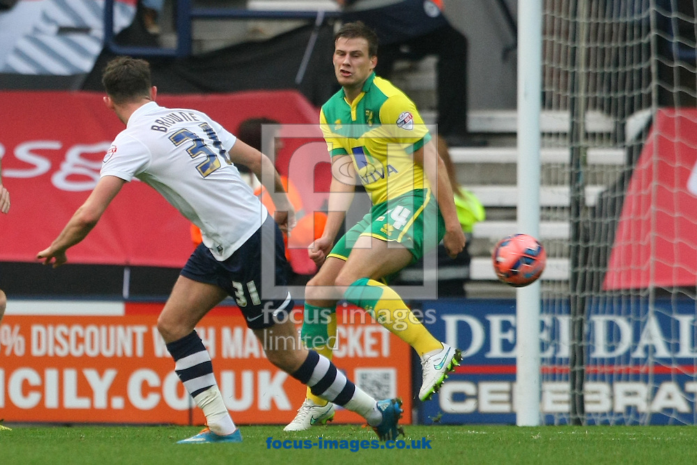Ryan Bennett of Norwich blocks a shot on goal from Alan Browne of Preston during the FA Cup match at Deepdale, Preston<br /> Picture by Paul Chesterton/Focus Images Ltd +44 7904 640267<br /> 03/01/2015