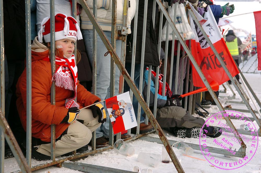 n/z.: Kibice , Puchar Swiata w skokach narciarskich , skoki narciarskie , Polska , Zakopane , 29-01-2005 , fot.: Adam Nurkiewicz / mediasport.pl..Supporters during FIS World Cup in Zakopane. K120 Ski jumping event in FIS World Cup. January 29, 2005 , ski jumping , Poland , Zakopane ( Photo by Adam Nurkiewicz / mediasport.pl )