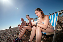 UK ENGLAND BRIGHTON 8SEP16 - Steffi Pelikan (20) aus Düsseldor (schwarze Hose), Laura Blienerd (20, Mitte) und Christina Sandmeyer (20) of Germany enjoy holidays at the Brighton beach front.<br /> <br /> jre/Photo by Jiri Rezac<br /> <br /> © Jiri Rezac 2016