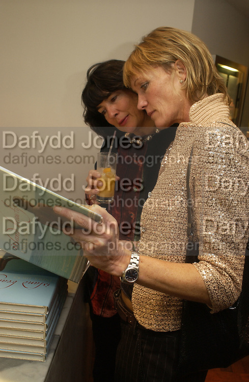 Christianne Amanpour and Melanie Metcalfe. Launch dinner for Island Beauty by India Hicks hosted by Charles Finch and Harvey Nichols Fifth Floor Restaurant. London. .  14  November 2005 . ONE TIME USE ONLY - DO NOT ARCHIVE © Copyright Photograph by Dafydd Jones 66 Stockwell Park Rd. London SW9 0DA Tel 020 7733 0108 www.dafjones.com