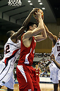 DESCRIZIONE : Sapporo Giappone Japan Men World Championship 2006 Campionati Mondiali Usa-China <br /> GIOCATORE : Yao Ming Dwayne Wade<br /> SQUADRA : China Cina Usa<br /> EVENTO : Sapporo Giappone Japan Men World Championship 2006 Campionato Mondiale Usa-China <br /> GARA : Usa China Stati Uniti America Cina <br /> DATA : 20/08/2006 <br /> CATEGORIA : Rimbalzo Stoppata<br /> SPORT : Pallacanestro <br /> AUTORE : Agenzia Ciamillo-Castoria/G.Ciamillo <br /> Galleria : Japan World Championship 2006<br /> Fotonotizia : Sapporo Giappone Japan Men World Championship 2006 Campionati Mondiali Usa-China <br /> Predefinita :