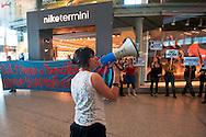 Roma, 1 Maggio 2012.Primo maggio. Studenti, precari e disoccupati picchettano i negozi aperti alla stazione Termini nel giorno della Festa dei Lavoratori, e protestano contro l'austerity e i sacrifici. Picchettaggio nel negozio Nike