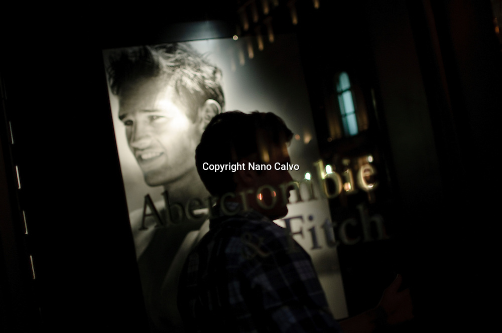 Closing time in Abercrombie & Fitch Store at Fifth Avenue, Manhattan, New York City, New York State, USA