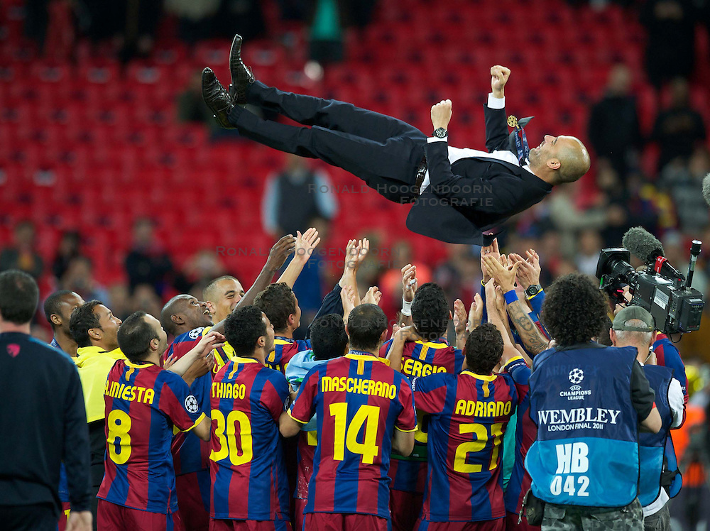 28-05-2011 VOETBAL: CHAMPIONS LEAGUE FINAL FC BARCELONA - MANCHESTER UNITED: LONDON<br /> Head coach Josep Guardiola is thrown into the air by his squad as he celebrates winning the European Cup<br /> ***NETHERLANDS ONLY***<br /> ©2011- FotoHoogendoorn.nl/EXPA/ Propaganda/Chris Brunskill