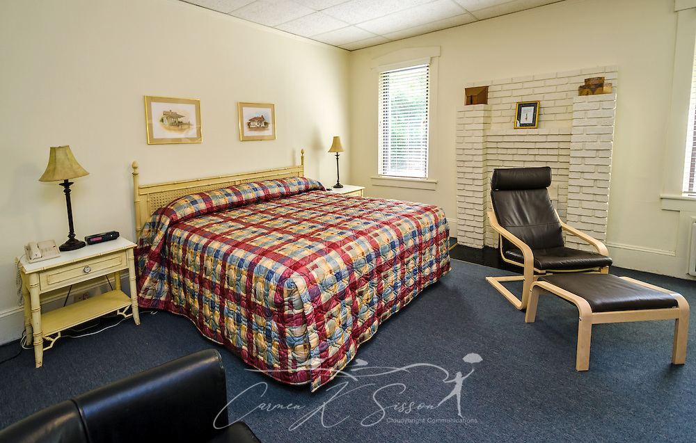 """A guest house provides additional lodging at University Inn, a family-owned hotel located near Emory University in Atlanta, Georgia, May 29, 2014. The inn opened in January 1971 and offers 60 rooms to meet the lodging needs of University parents and other Atlanta visitors. It was featured on the Travel Channel's """"Hotel Impossible,"""" May 26, 2014. (Photo by Carmen K. Sisson/Cloudybright)"""