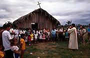 padre Ricardo celebrando missa em concei