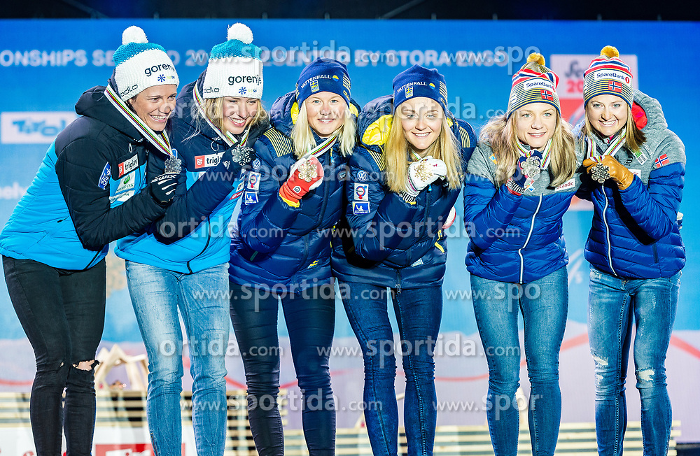 24.02.2019, Medal Plaza, Seefeld, AUT, FIS Weltmeisterschaften Ski Nordisch, Seefeld 2019, Langlauf, Damen, Teambewerb, Siegerehrung, im Bild v.l. Silbermedaillengewinnerin Katja Visnar, Anamarija Lampic (SLO), Weltmeisterin und Goldmedaillengewinnerin Stina Nilsson, Maja Dahlqvist (SWE), Bronzemedaillengewinnerin Ingvild Flugstad Oestberg, Maiken Caspersen Falla (NOR) // f.l. Silver medalist Katja Visnar Anamarija Lampic of Slovenia World champion and Gold medalist Stina Nilsson Maja Dahlqvist of Sweden and Bronce medalist Ingvild Flugstad Oestberg Maiken Caspersen Falla of Norway during the winner ceremony for the ladie's cross country team competition of FIS Nordic Ski World Championships 2019 at the Medal Plaza in Seefeld, Austria on 2019/02/24. EXPA Pictures © 2019, PhotoCredit: EXPA/ Stefan Adelsberger