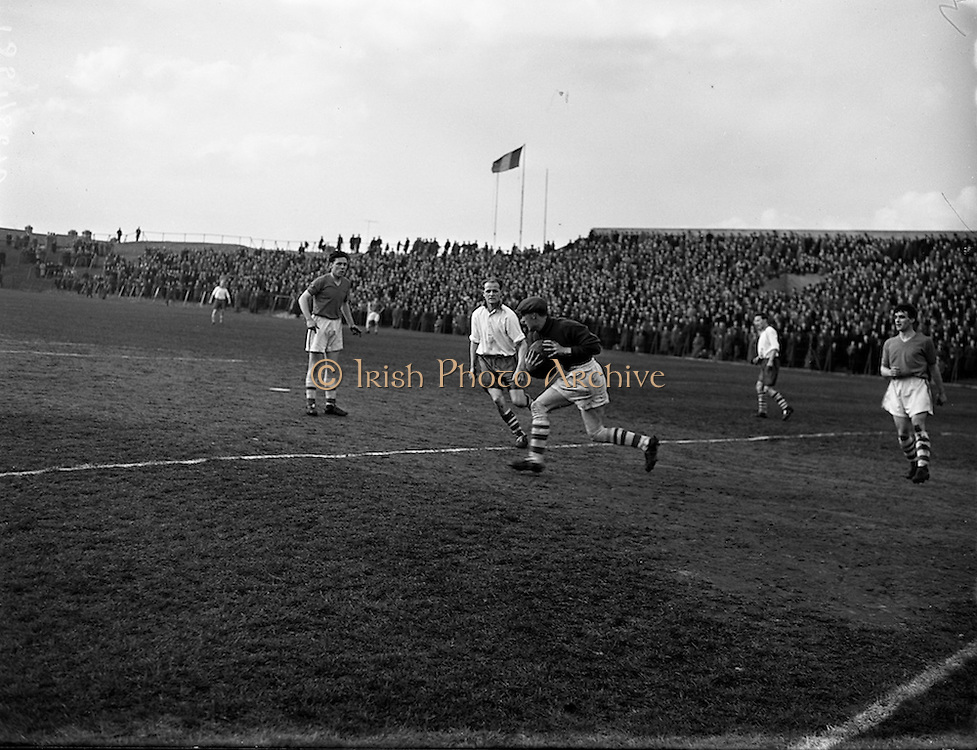 19/03/1958<br /> 03/19/1958<br /> 19 March 1958<br /> F.A.I. Cup 2nd Round,  2nd replay: Waterford v Shelbourne at Dalymount Park, Dublin.