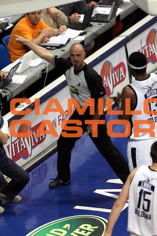 DESCRIZIONE : Bologna Lega A1 2005-06 Play Off Semifinale Gara 1 Climamio Fortitudo Bologna Carpisa Napoli <br />GIOCATORE : Arbitro<br />SQUADRA : <br />EVENTO : Campionato Lega A1 2005-2006 Play Off Semifinale Gara 1 <br />GARA : Climamio Fortitudo Bologna Carpisa Napoli <br />DATA : 01/06/2006 <br />CATEGORIA : Arbitro<br />SPORT : Pallacanestro <br />AUTORE : Agenzia Ciamillo-Castoria/G.Ciamillo