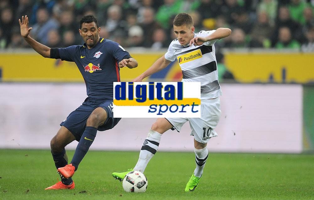 v.l. Marvin Compper, Thorgan Hazard (Gladbach)<br /> Moenchengladbach, 19.02.2017, Fussball, Bundesliga, Borussia Moenchengladbach - RB Leipzig 1:2