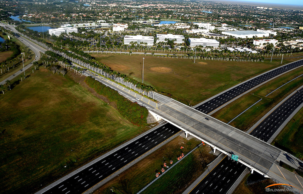 Aerial view of Royal Palm Blvd into Weston