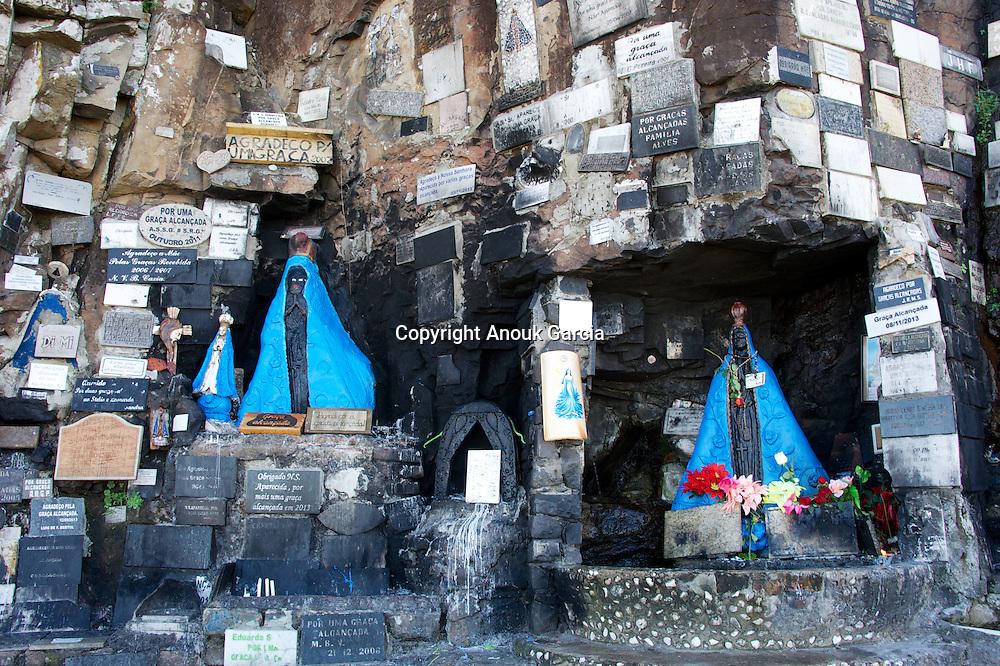 Sanctuaire de nossa senhora d'Aparecida de Yemanja et ex votos dans un anciens cimetières indien à Torres