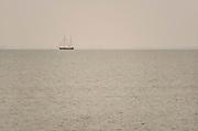 Nederland, Kornwerderzand, 4-6-2018Een groot zeilschip is juist vanuit de waddenzee door de lorentzsluis gekomen en vaart op het IJsselmeer . Er zit een groep jongeren aan boord die een zeilvakantie hebben .Foto: Flip Franssen