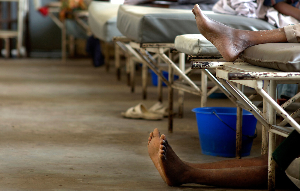 Kinshasa November 30, 2005 - Kinshasa General Hospital, patient wait to have medical treatment - The Kinshasa General Hospital, is far from being a bush dispensary. With its 2,000 beds and its 2,250 employees (doctors, nurses and administrative personnel), it is one of Africa's most impressive medical facilities. It offers a full range of services and is the undisputed referral centre for the Congolese capital. Its patients the sick, accident victims and war casualties, both civilian and military  have one thing in common: their suffering, which the staff do their best to alleviate with the means available. But those means are often woefully inadequate