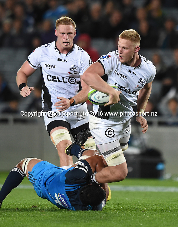 Daniel Du Preez looks to pass during the Blues v Sharks Super Rugby match at Eden Park in Auckland, New Zealand. Saturday 16 April 2016. Copyright Photo: Andrew Cornaga / www.Photosport.nz