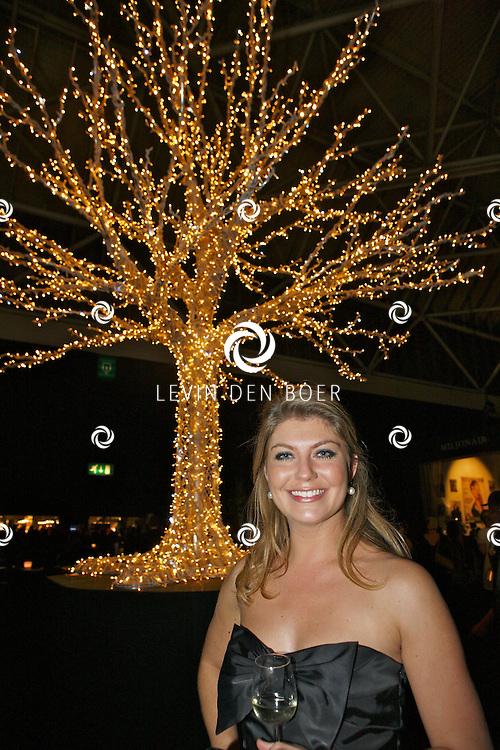 AMSTERDAM - In de Rai is de Miljonair Fair van start gegaan.  Met op de foto Gooische Meid Pauline Wingelaar. FOTO LEVIN DEN BOER - PERSFOTO.NU