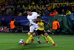 Tottenham Hotspur's Dele Alli (left) and Borussia Dortmund's Jeremy Toljan (right) battle for the ball