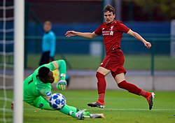 SAINT-GERMAIN-EN-LAYE, FRANCE - Wednesday, November 28, 2018: Liverpool's Liam Millar scores the first goal during the UEFA Youth League Group C match between Paris Saint-Germain Under-19's and Liverpool FC Under-19's at Stade Georges-Lefèvre. (Pic by David Rawcliffe/Propaganda)