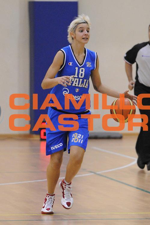 DESCRIZIONE : Roma Basket Amichevole nazionale donne 2011-2012<br /> GIOCATORE : Cinili Sabrina<br /> SQUADRA : Italia<br /> EVENTO : Italia Lazio basket<br /> GARA : Italia Lazio basket<br /> DATA : 29/11/2011<br /> CATEGORIA : palleggio<br /> SPORT : Pallacanestro <br /> AUTORE : Agenzia Ciamillo-Castoria/GiulioCiamillo<br /> Galleria : Fip Nazionali 2011<br /> Fotonotizia : Roma Basket Amichevole nazionale donne 2011-2012<br /> Predefinita :