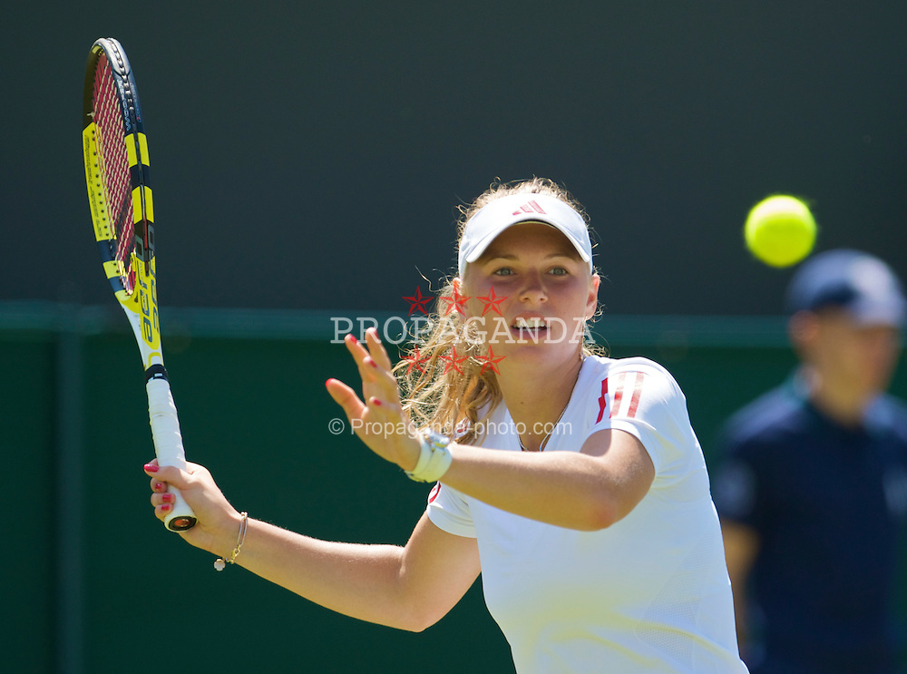 LONDON, ENGLAND - Tuesday, June 23, 2009: Caroline Wozniacki  (DEN) during the Ladies' Singles 1st Round on day two of the Wimbledon Lawn Tennis Championships at the All England Lawn Tennis and Croquet Club. (Pic by David Rawcliffe/Propaganda)