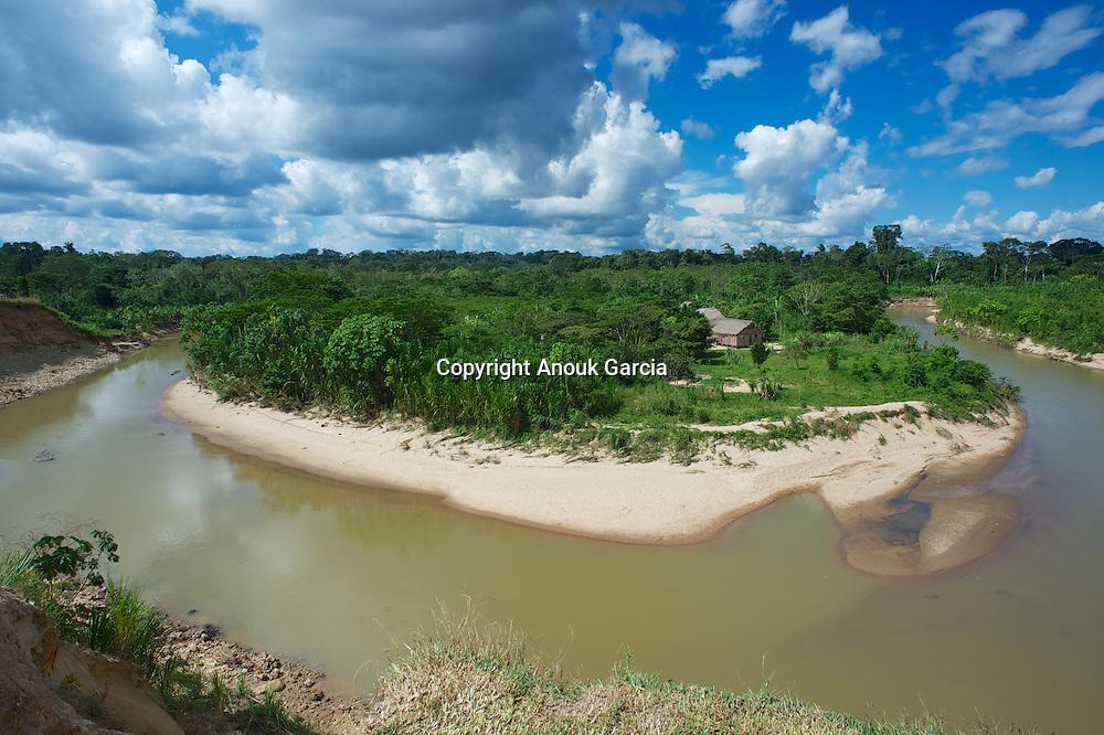 Boucle du Rio Gregorio au pied de l'Aldeia de Nova Espérança. Terre indigène Yawanawa