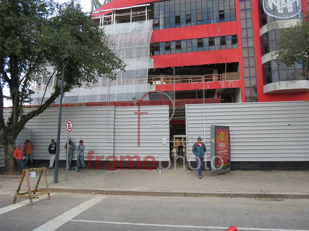 Curitiba,(PR) 08/10/2013 - A obra da  Arena, na capital, foi liberada pela Justiça do Trabalho. Amanhã (9) a Arena da Baixada deve passar por uma visita de inspeção da FIFA - foto: Gisele Pimenta/Frame
